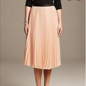 New! Banana Republic pleated midi skirt, 4 Tall